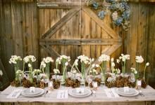 10 idées très chouettes pour glisser des pommes de pin dans votre décoration de mariage