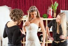 Les essayages de la robe de mariée : comment faire pour que ça se passe comme sur des roulettes ?