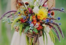 10 bouquets de fleurs imaginés pour une mariée bohème