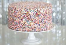 12 joyeux gâteaux de mariage complètement «confettis»