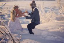 Ils voyagent partout dans le monde pour recréer les photos de leur mariage qui ont été perdues !
