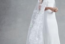10 robes de mariée à cape tendance 2017 pour une allure royale