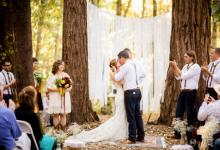 Organiser son mariage en extérieur : l'infographie qui vous empêchera de commettre un faux pas