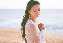 Quels soins solaires utiliser pour préparer et protéger mes cheveux et ma peau pour un mariage d'été ?