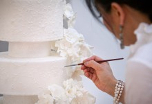 Gâteau de mariage : qui choisir entre un pâtissier et mon traiteur ?