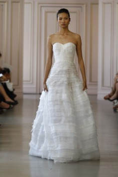 Robe de mariée Look 11 par Oscar de la Renta  collection 2016