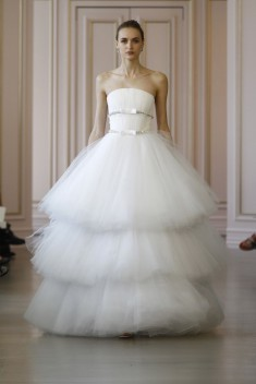 Robe de mariée Look 25 par Oscar de la Renta  collection 2016