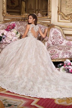 Robe de mariée Look 1 par Demetrios collection Platinum 2018