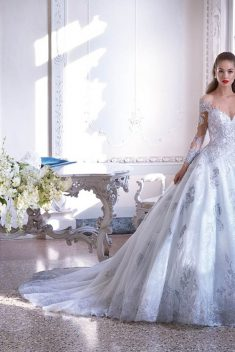 Robe Look 23 par Demetrios collection platinum 2019